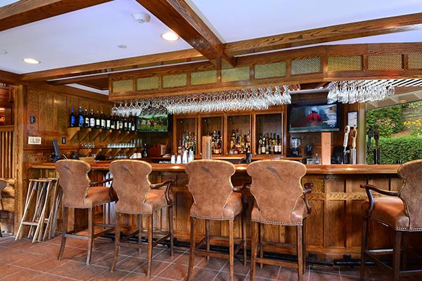 Headwater's Pub