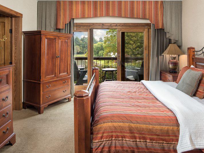 chetola lodge deluxe lakeview king balcony